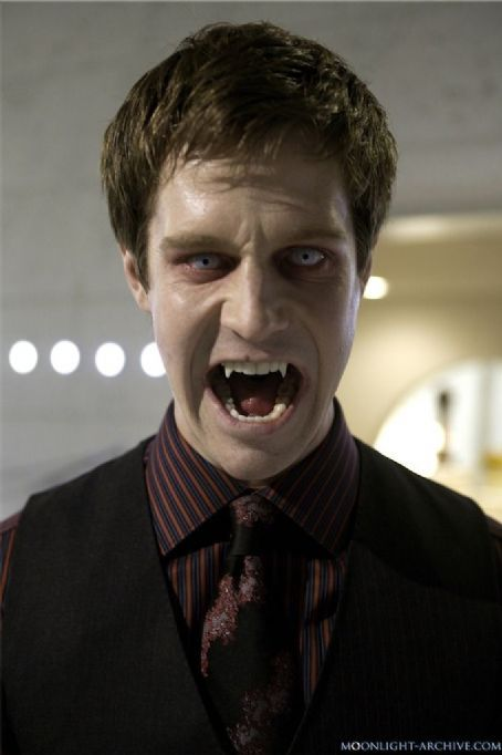 Jason Dohring as powerful vampire Josef Kostan in  - maquillaje de vampiro hombre