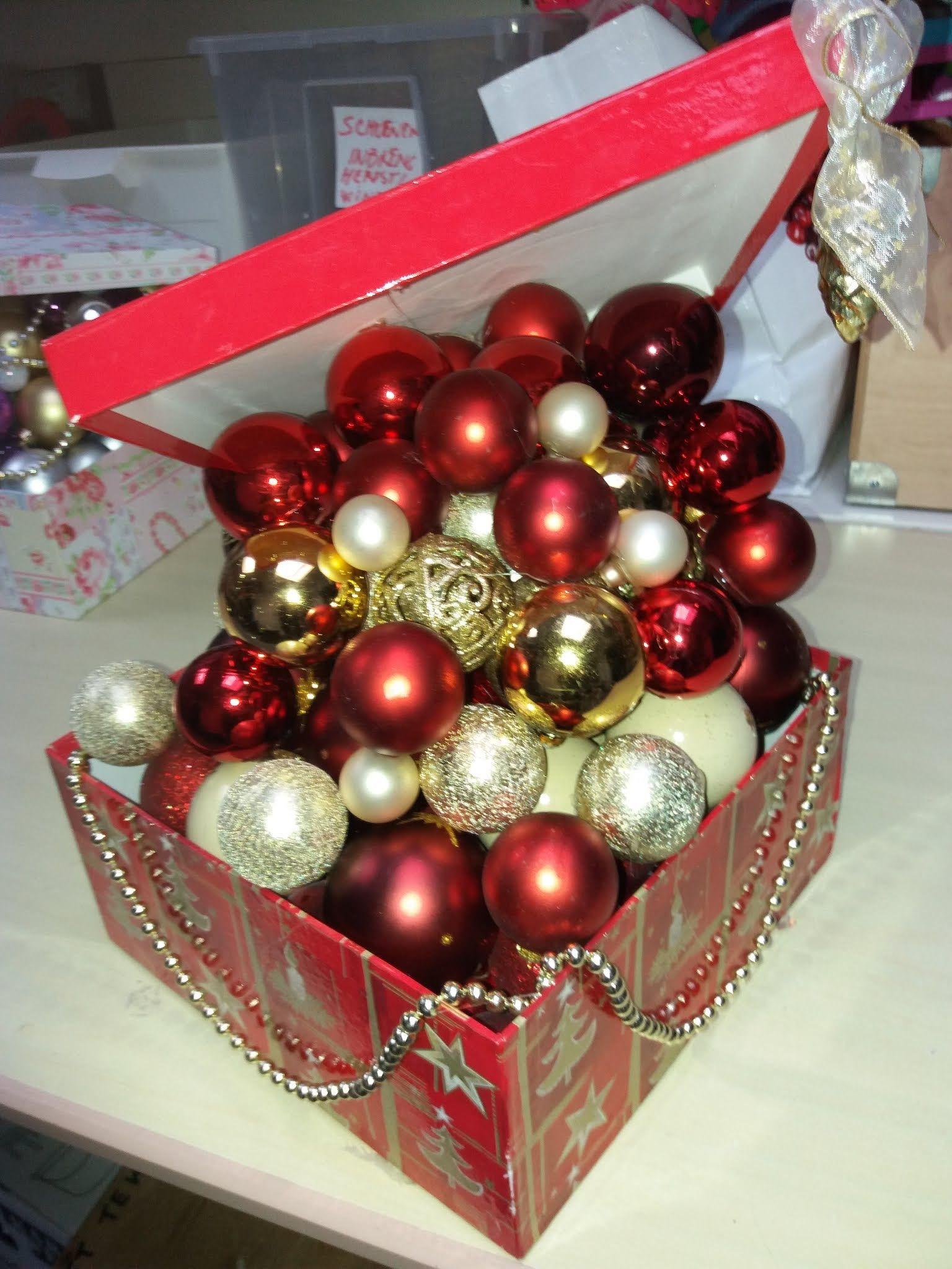 Kerstballen Lijmen Op In Een Doos Kerst Lantaarns Kerstballen Kerst Ornament