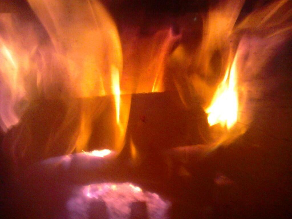 Al calor de la chimenea,escuchando los sonidos del fuego.#meditación pic.twitter.com/LmbtE0zIg8