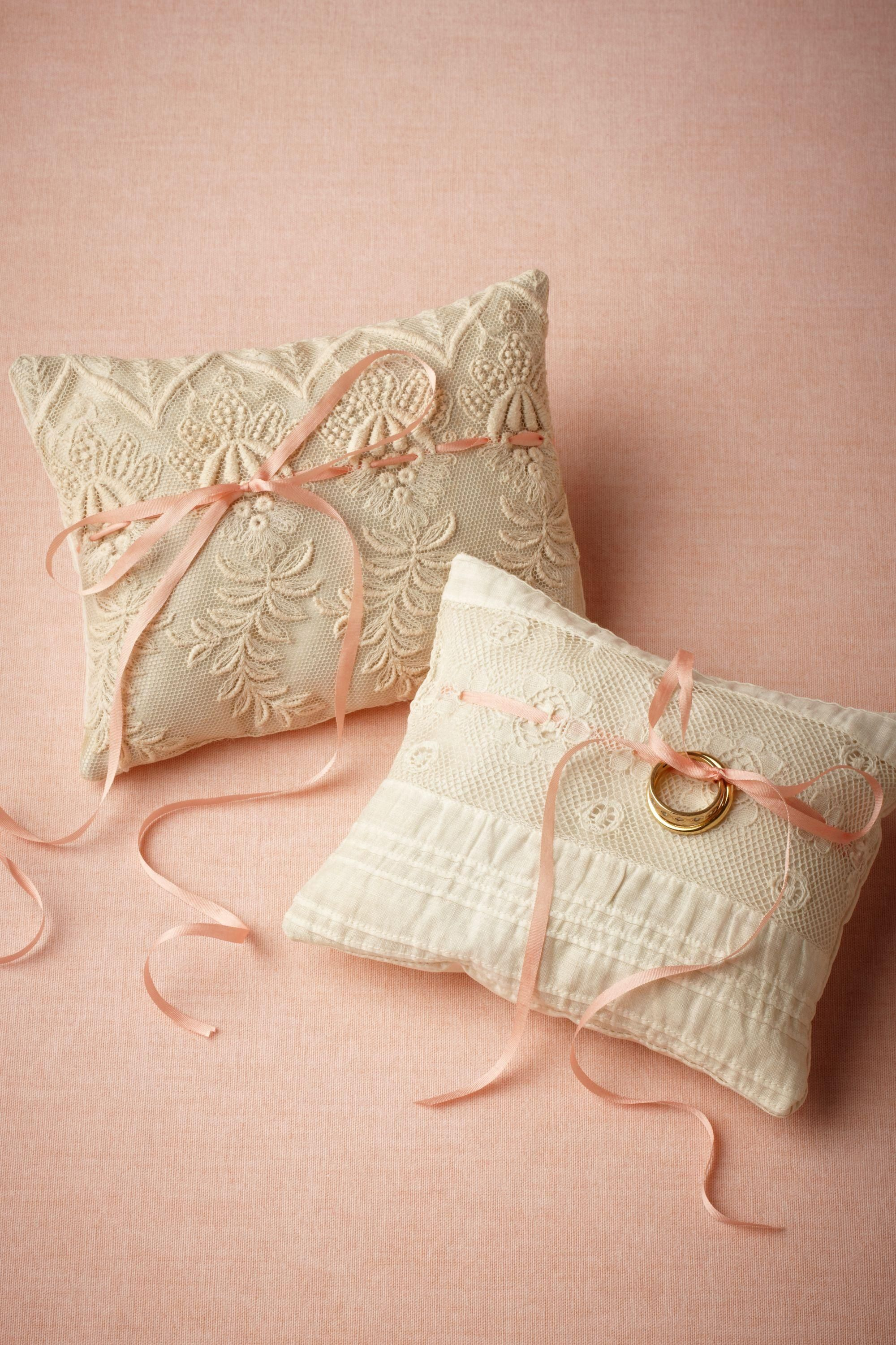 Use vintage lace to make ring pillows #wedding #DIY #ideas & Use vintage lace to make ring pillows #wedding #DIY #ideas ... pillowsntoast.com