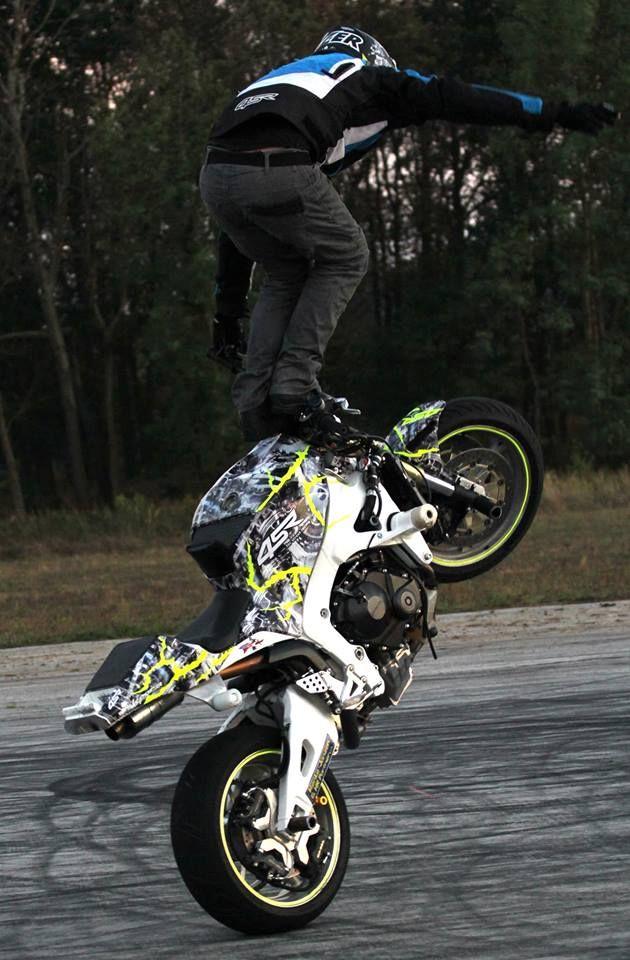 White Lighting CBR600 stunt bike | Stunt Bike World | Stunt
