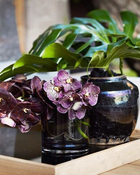 Små, men viktige detaljer. Den håndlagde sorte vasen finnes i mange størrelser og farger. #slettvoll