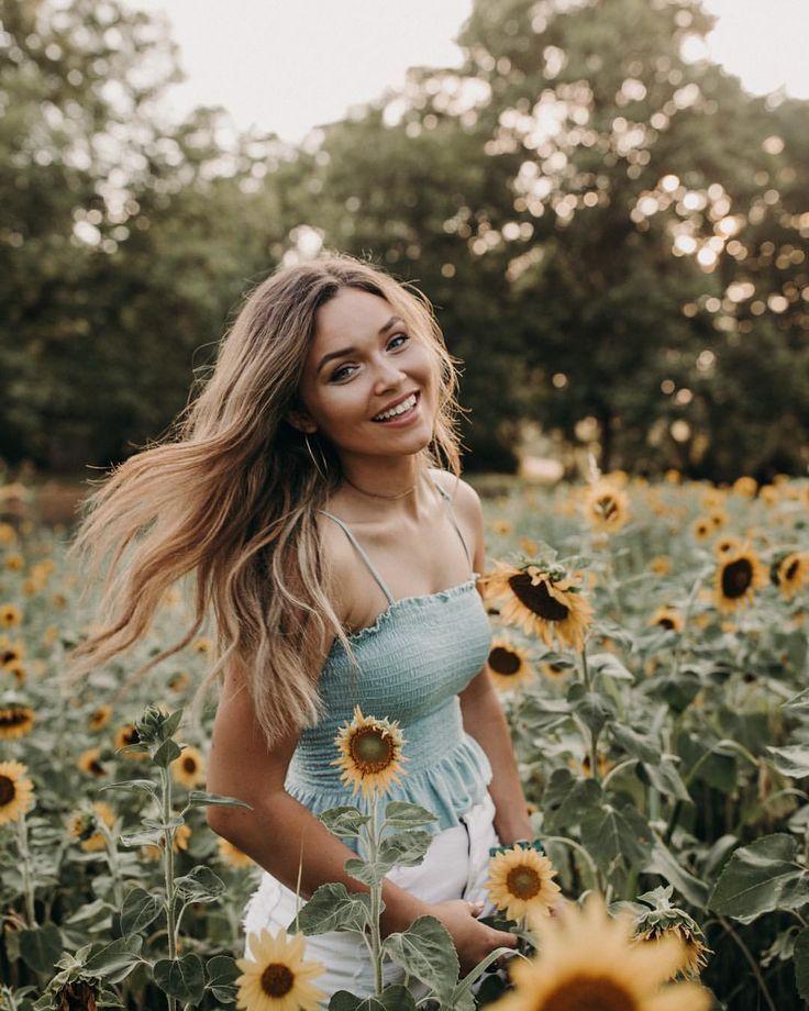 Photo of @leslie_vandyke // Sunflowers   Sunflower field   Older pictures   Leslie Van …
