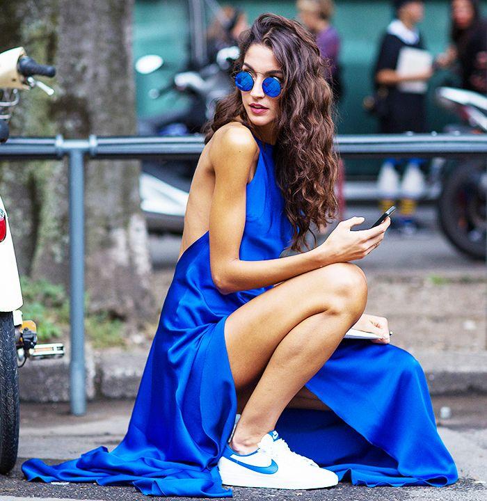 Blue maxi dress + sneakers + round sunglasses