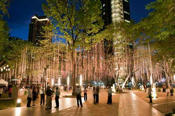 Ayala triangle garden makati city philippines aecom for Filipino landscape architects