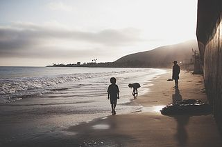 silhouettes on the beach | the little red house, via flickr