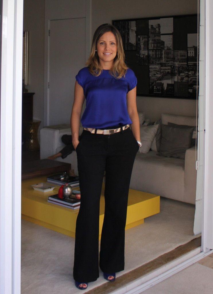 64ac74413f Look do dia trabalho chris castro calça preta blusa azul mango cinto  burberry