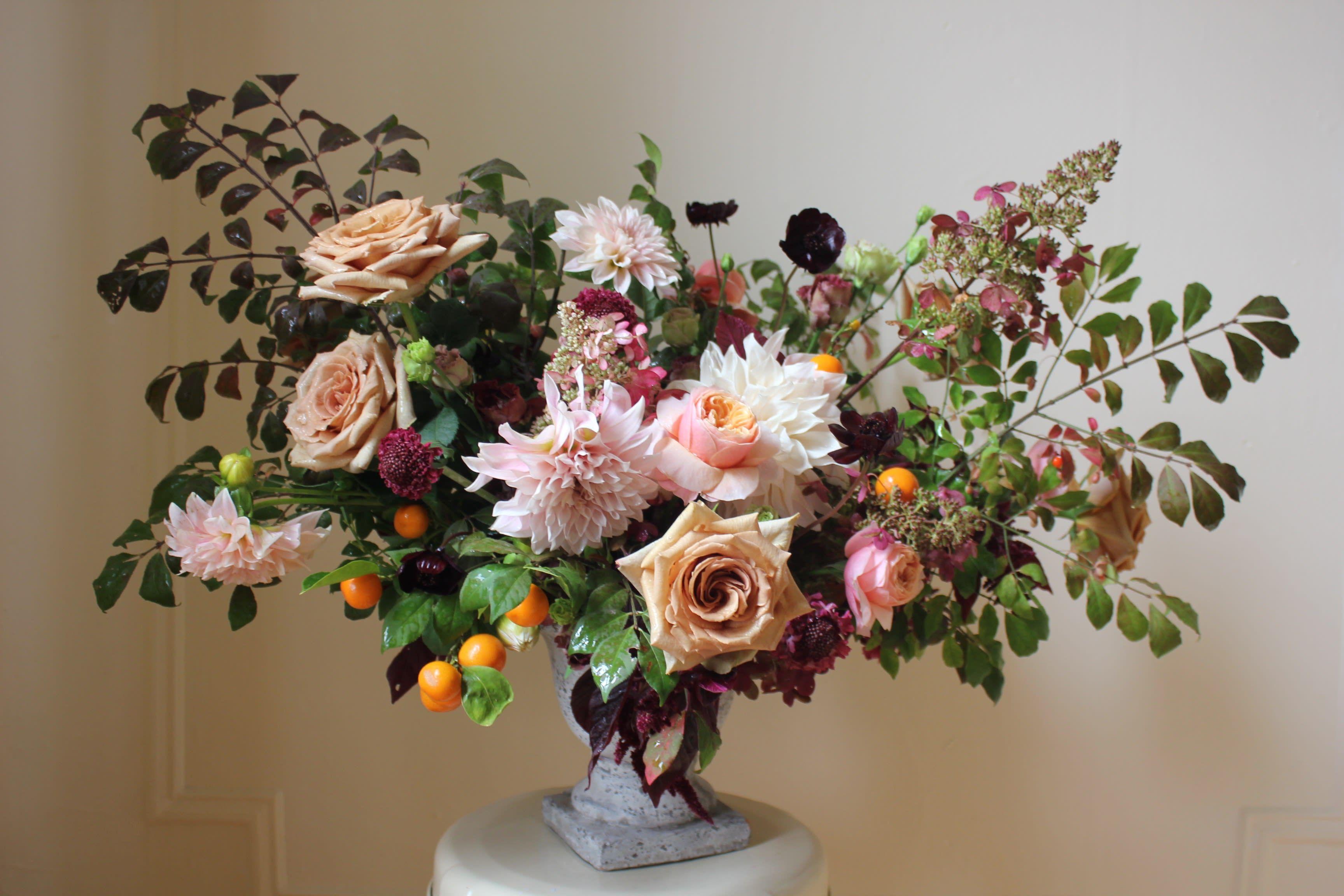 2019 S Trendiest Wedding Flowers Are Wildly Unexpected Wedding Flower Trends Wedding Flowers Dyed Flowers