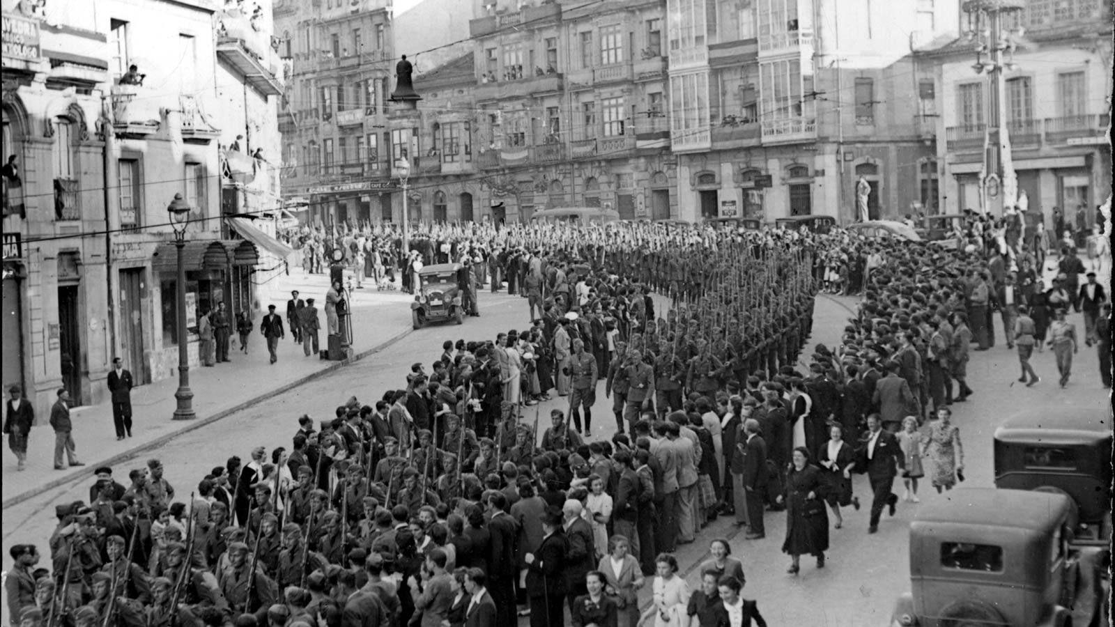La Guerra Civil Galicia - La Legión Condor a su paso por la calle ...