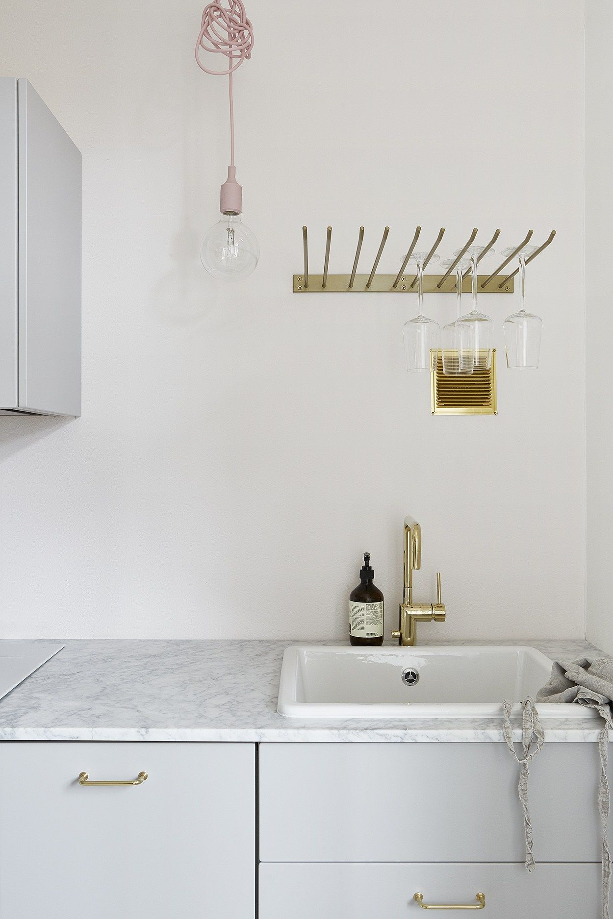 Home in brass and blush pink - via Coco Lapine Design   Kitchen ...