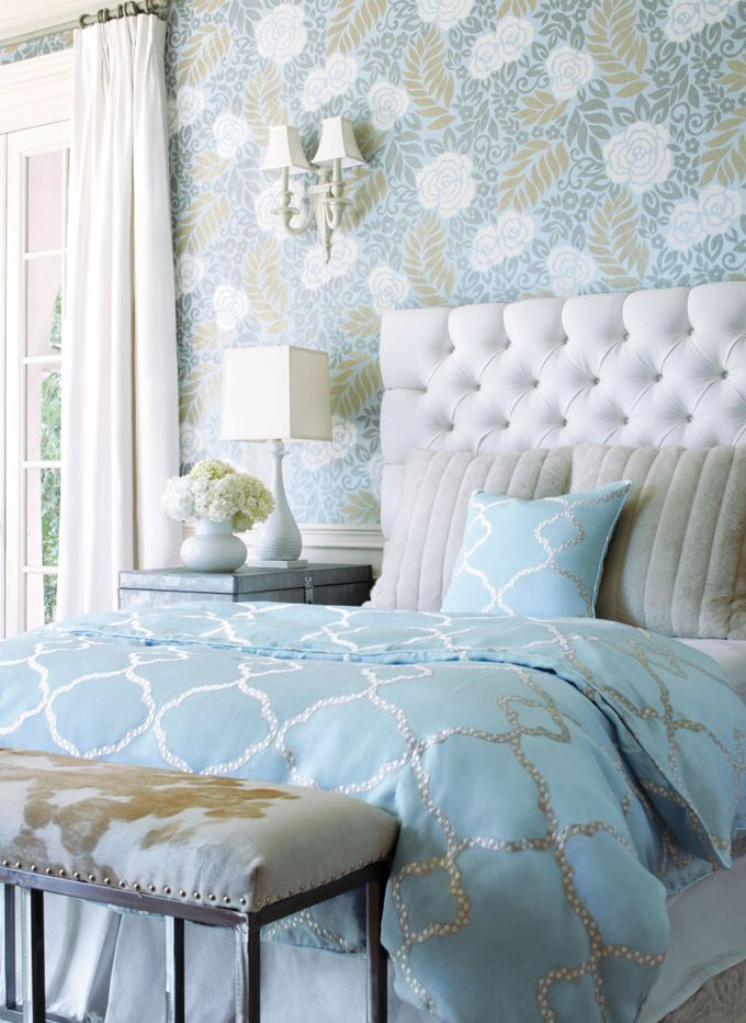 Coastal bedroom love the wallpaper bedroom schlafzimmer schlafzimmer ideen und modernes - Romantisches schlafzimmer landhausstil ...