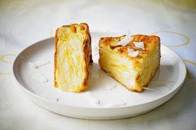 Prăjitura de faţă nu este prea dulce, după cum vedeţi are numai 50 gr de zahăr, aşa că dacă doriţi să fie mai dulce puneţi m...