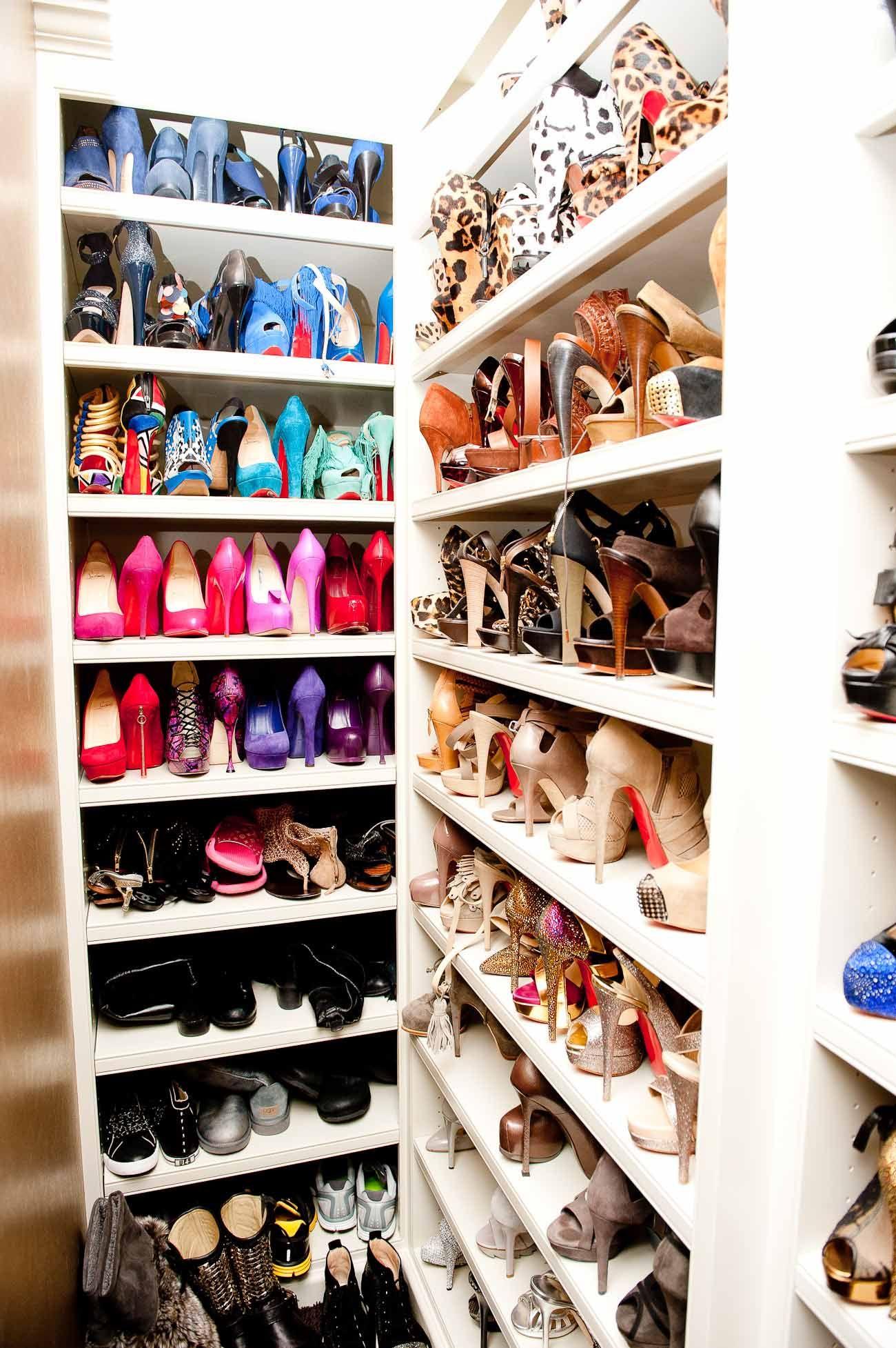 khlo kardashian s closet has at least three full walls of shoes rh pinterest com