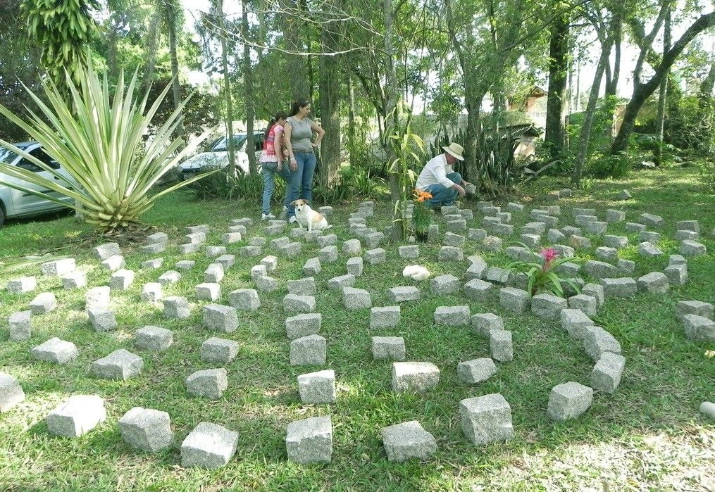 Bernardo, montagem labirinto 7 circ.  http://labirintobr.wordpress.com/