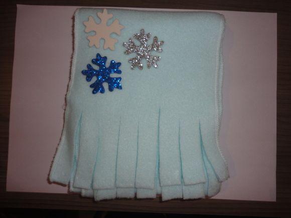 Cachecol em soft, varias cores, embalagem transparente, com laço de cetim e flocos de neve. R$ 9,50