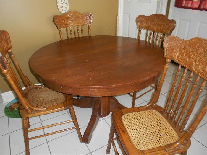 Antique Oak Table W 2 Leaves And 4 Cane Bottom Chairs 350