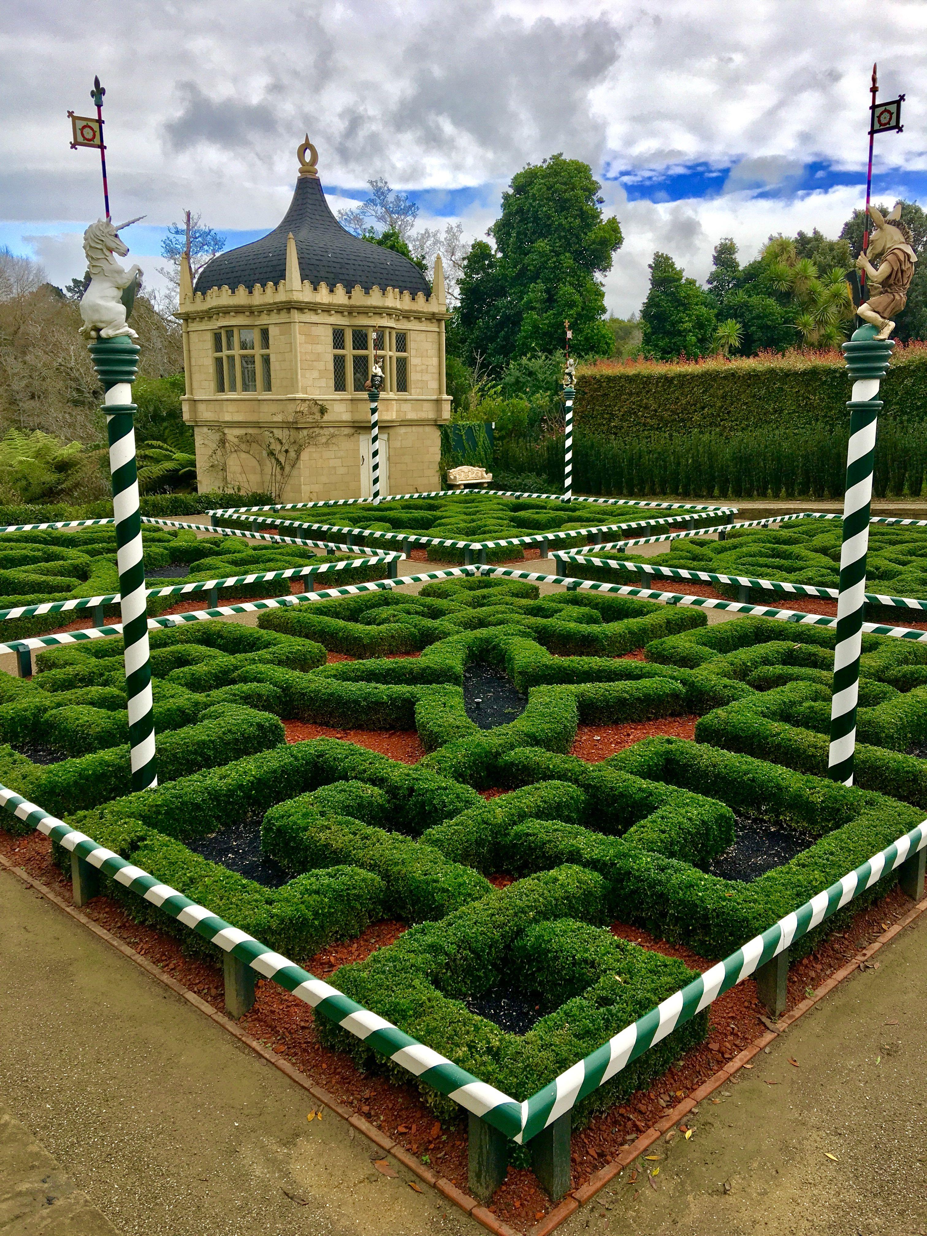 64c608cd8f3508746905c66689656580 - Hamilton Gardens New Zealand Alice In Wonderland