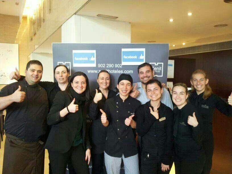 El equipo de Zenit Coruña agradece a los 10000 followers su apoyo.