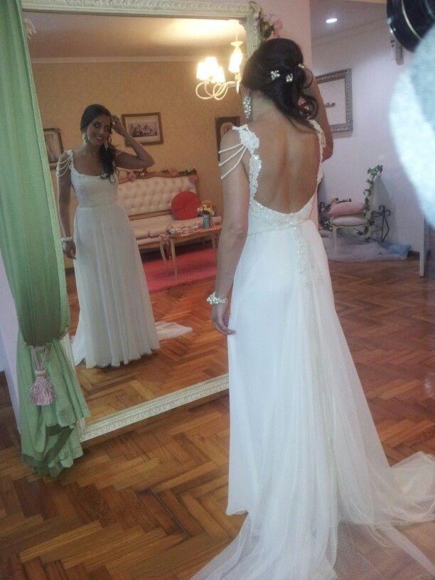 vestido de novia en muselina de seda con apliques de encaje rebrode