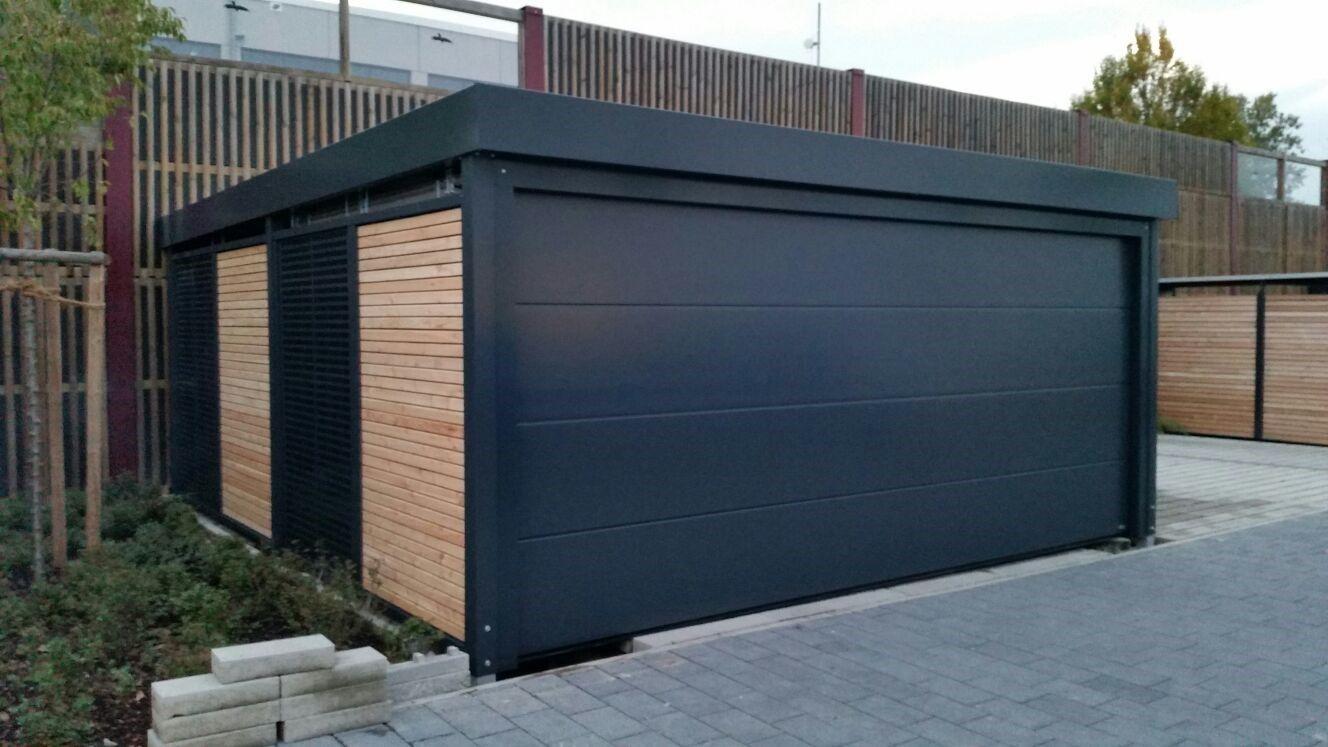 Carportanlage in Garagenoptik mit Sektionaltor. Carport