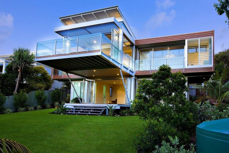 Australian studio Robinson Architects has designed the Marcus Beach House.    This two story contemporary home is located on the Sunshine Coast of Queensland, Australia.