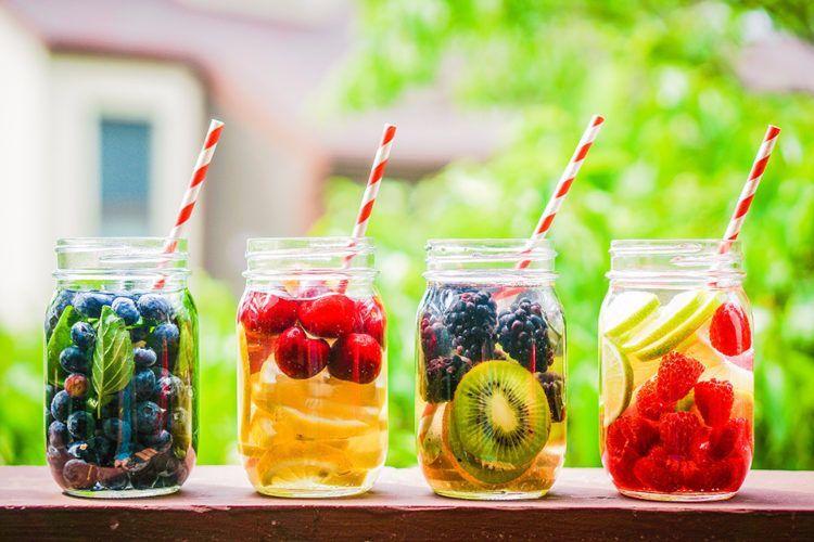 Selbstgemachte Durstlöscher für die heißen Tage   Cocktails ...