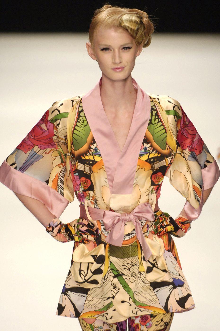 101 photos of Basso & Brooke at London Fashion Week Spring 2006.
