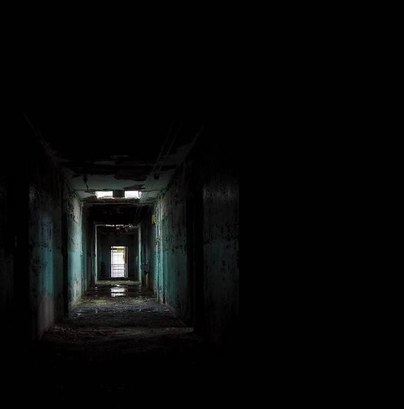 Dark place creepypasta wiki and dark places for Old deep house