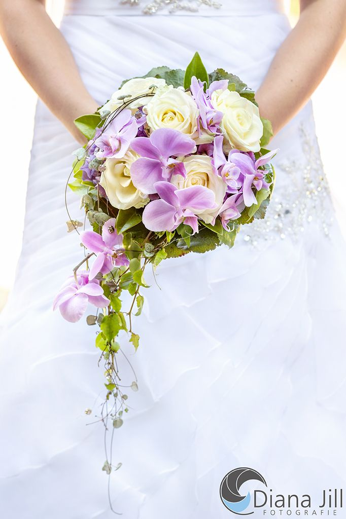 Juli braut rosen hortensien orchideen efeu brautstrau orchideen pinterest braut - Orchideen tischdeko ...