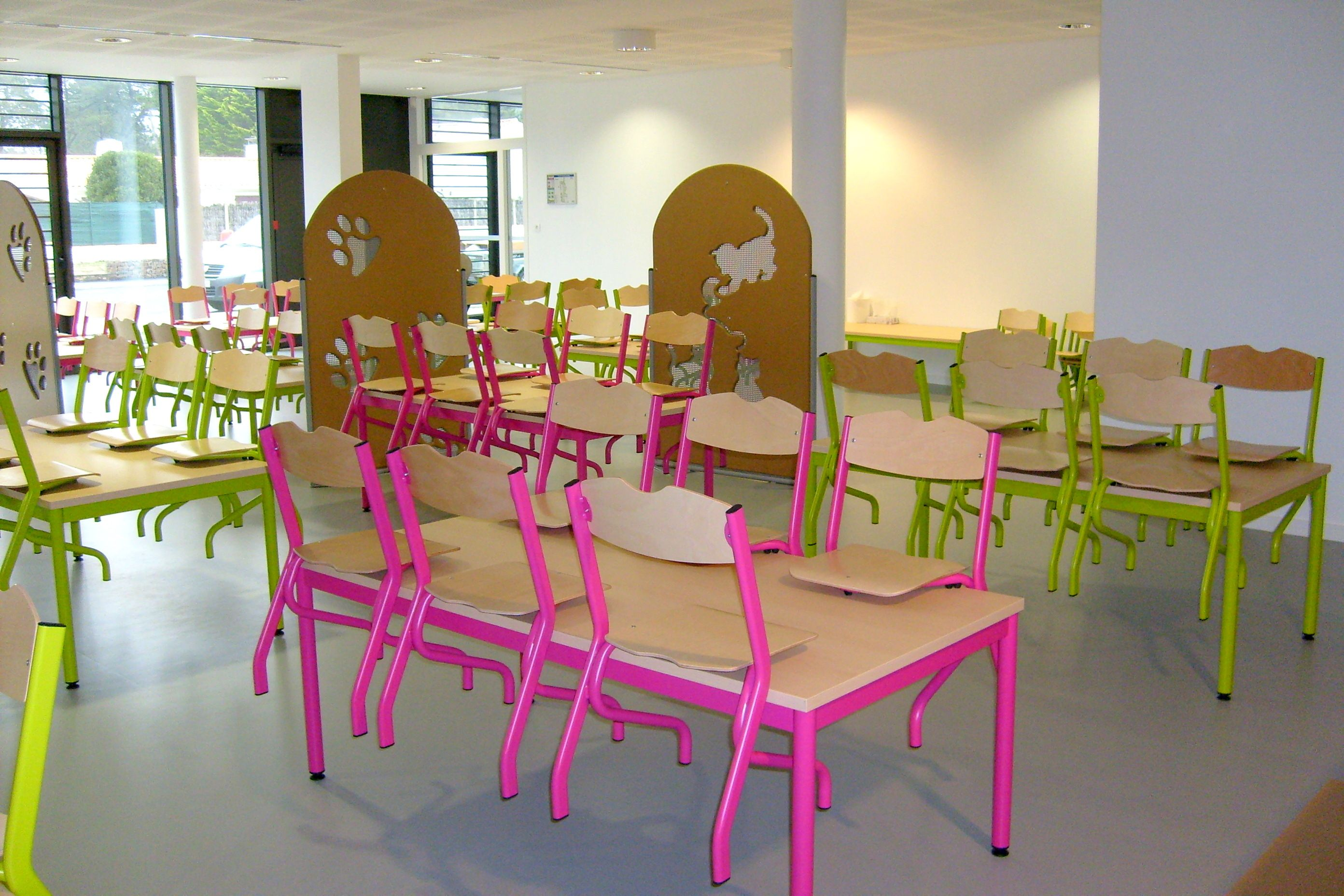 ambiance cantine scolaire maternelle chiases tim et tables comite ensembletablechaise table. Black Bedroom Furniture Sets. Home Design Ideas
