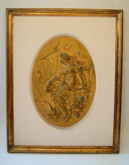 Quadro de cobre do século XIX, feita pela fundição vienense J. Kalmar/GESCHÜTST, retratando uma deusa empossando o caduceu de Hermes/Mercúrio - Deus do comércio. Medida: Moldura: 63cm x 52cm. Camafeu: 41cm x 29cm