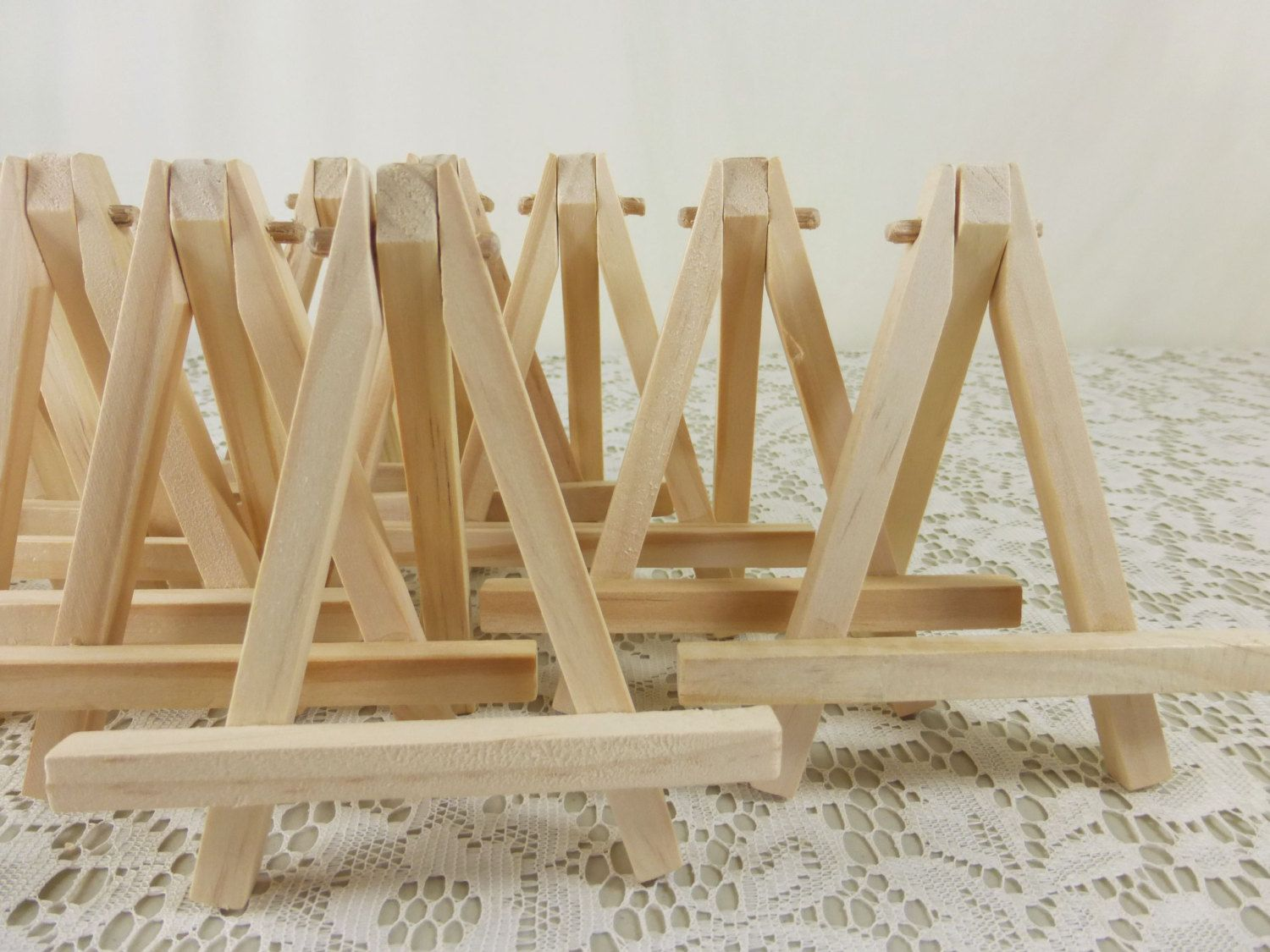 Attirant 5 Small Wood Easels, Natural Wood Tabletop Miniature Art Easels. Great To  Display Table Signs And Place Card Holders By #NaturesWalkStudio On Etsy