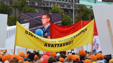 Juha Sipilän hallitus muuttaa suomalaista työelämää enemmän kuin yksikään edeltäjänsä, jos sen alulle panema kilpailukykysopimus toteutuu. Palkansaajan näkökulmasta työelämän muutokset ovat suuria, sillä ne leikkaavat etuja tuntuvasti. Koko kuva tulee näkyviin, kun kaikki työntekijän asemaa muuttavat lait ja uudistukset kootaan yhteen.