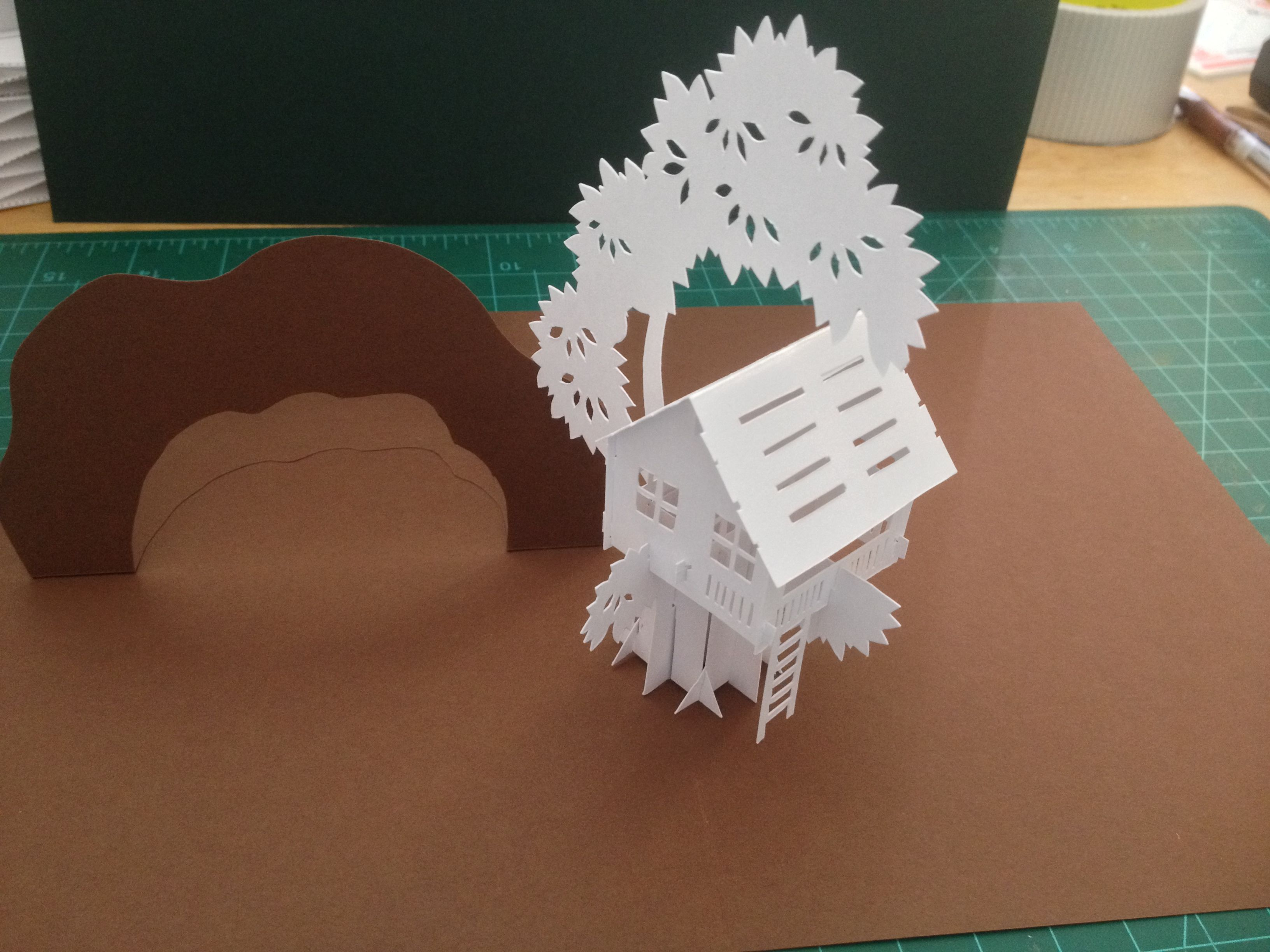 tree house sliceform pop up card template from cahier de kirigami les cartes a systemes n 15. Black Bedroom Furniture Sets. Home Design Ideas