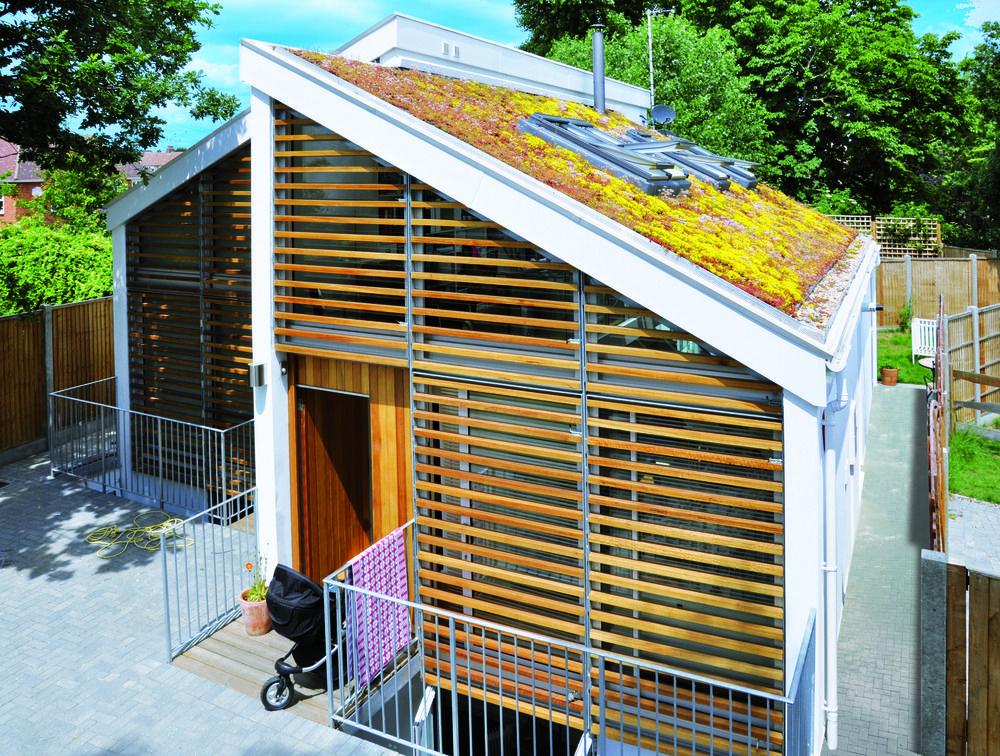 Domestic Pitched Roof www.optigreen.co.uk Brick