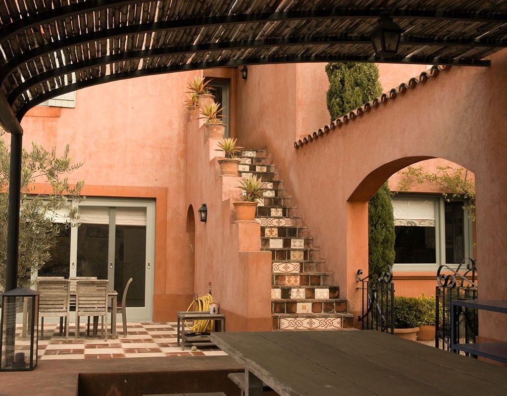 Vivencias salte as ricardo pereyra iraola exteriores for Casas para patios exteriores