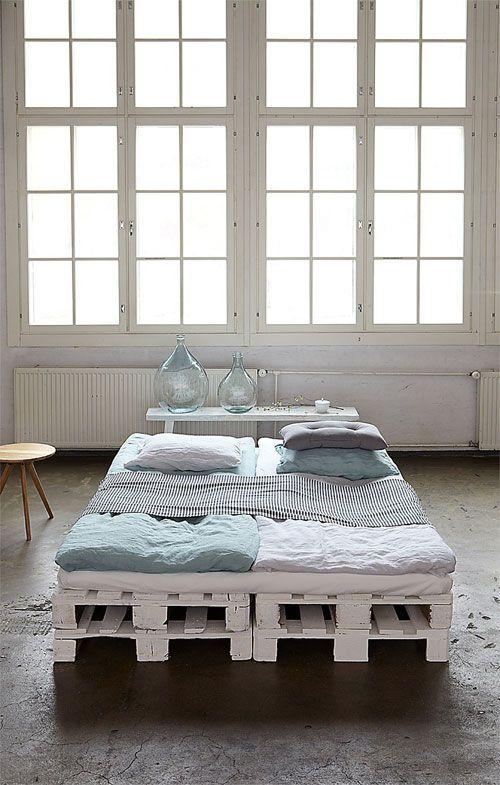 Goedkoop Bed Frame.Creatief Met Pallets Een Paar Goeie Ideeen Bij Vt Wonen Bed Tafel