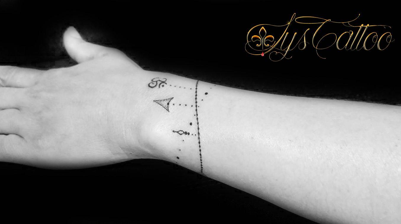 tatouage avant bras poignet femme comme un bracelet qui s. Black Bedroom Furniture Sets. Home Design Ideas