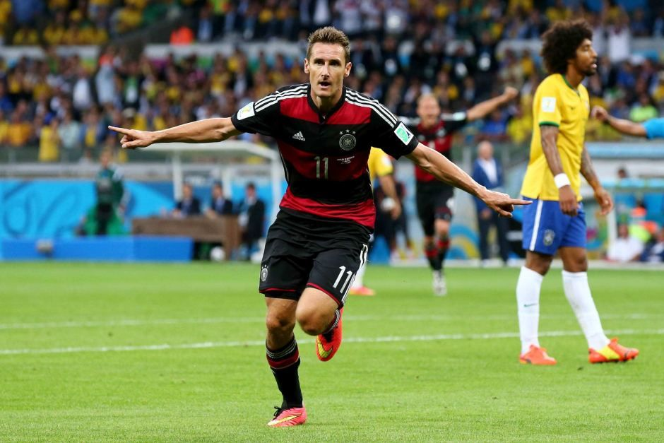 Miroslav Klose Of Germany Celebrates Scoring His Team S Second Goal The Goal Put Him At The Top Of The List Of All Tim Miroslav Klose World Football World Cup