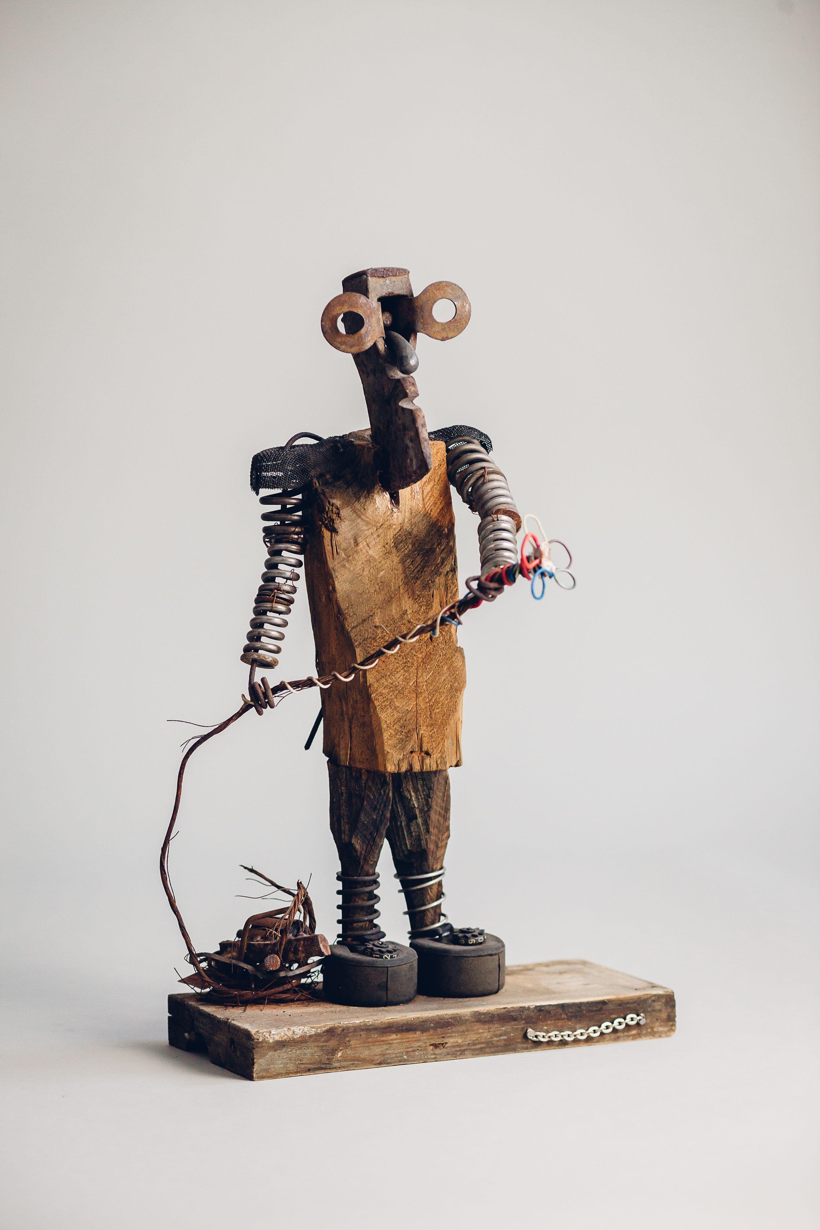 Beauty macker, sculpture of Michał Wawrzyniak, Poland
