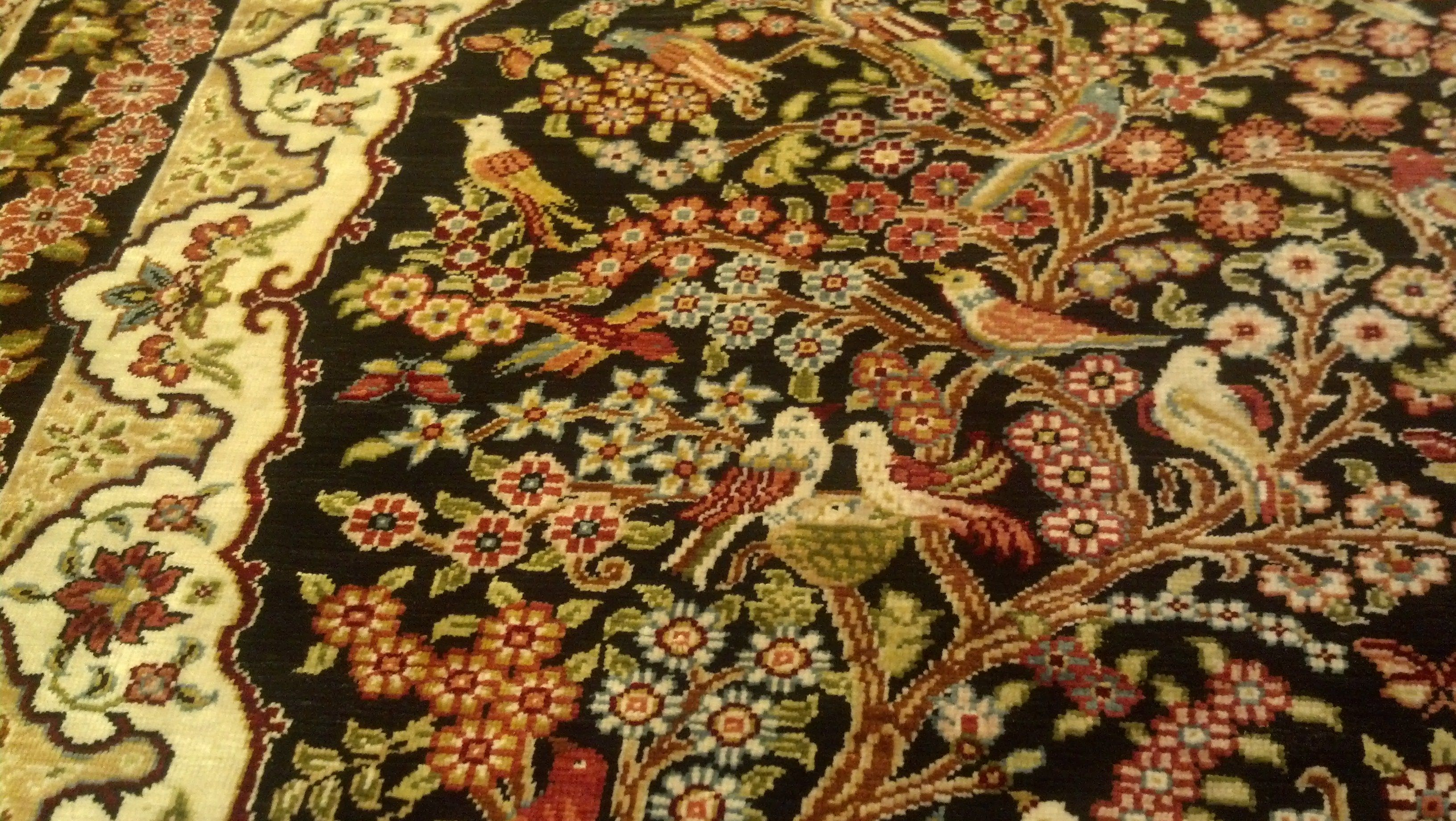 A Close Up View Of The Beautiful 18x24 Inch 100 Pure Silk