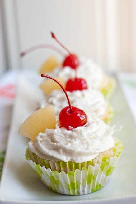 Adorable cocktail cupcakes. So lovely decorated withmaraschinocherries, little umbrellas and slices of pineapple. (via Pina Colada Vegan Cupcakes | ☞ cupcake ideas)