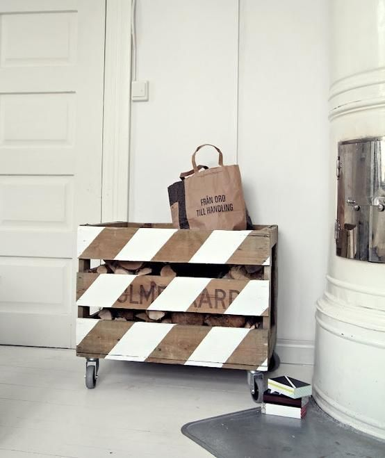 firewood holder out of a pallet diy pinterest bois palette et rangement. Black Bedroom Furniture Sets. Home Design Ideas