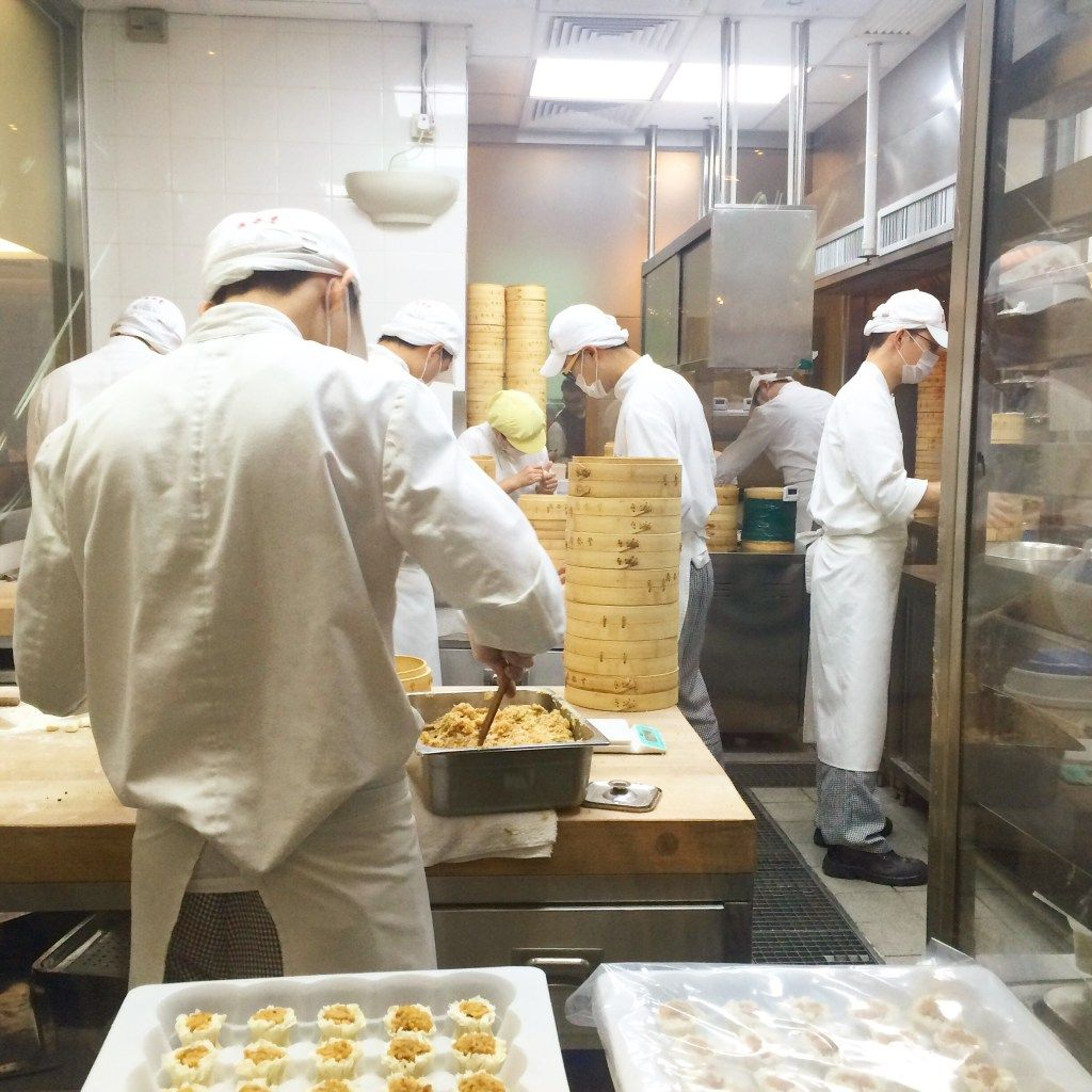 A pic from Dintaifung, the Michelin's Cheapest restaurant in the world, in Hong Kong. Find out more on: http://www.be-sparkling.com/dintaifung-hk/