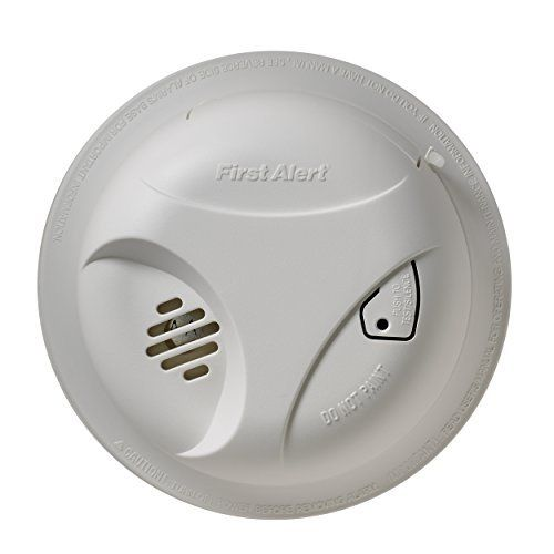 First Alert Sa303cn Battery Powered Smoke Alarm With Silence Button Customerpackagetype Frustrationfree Packaging Siz Smoke Alarms Home Safety Battery Operated