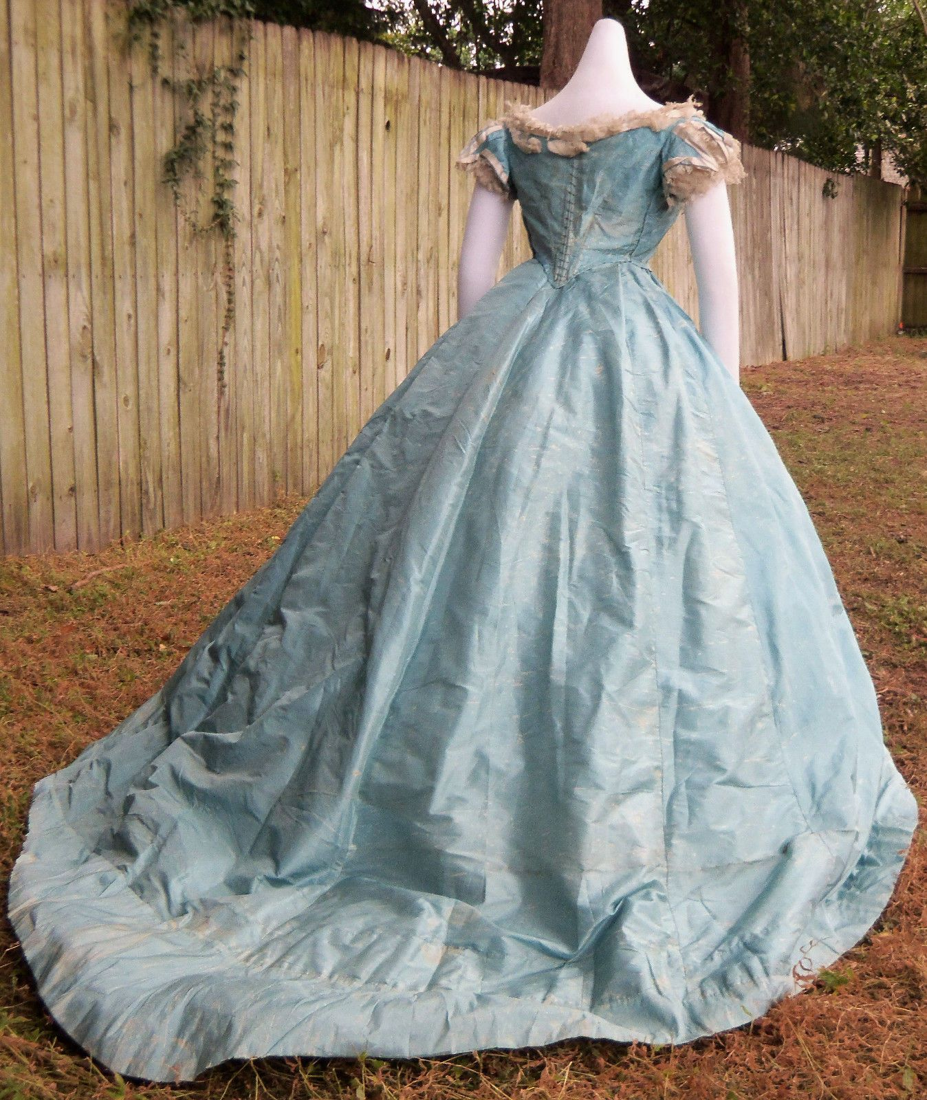 ORIGINAL CIVIL WAR ERA BALL GOWN c.1865 | Satin tulle, Silk taffeta ...