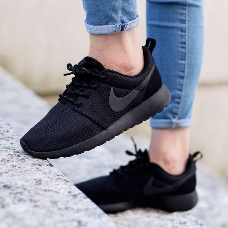 Nike Roshe Tout Le Tennis De Femmes Noires