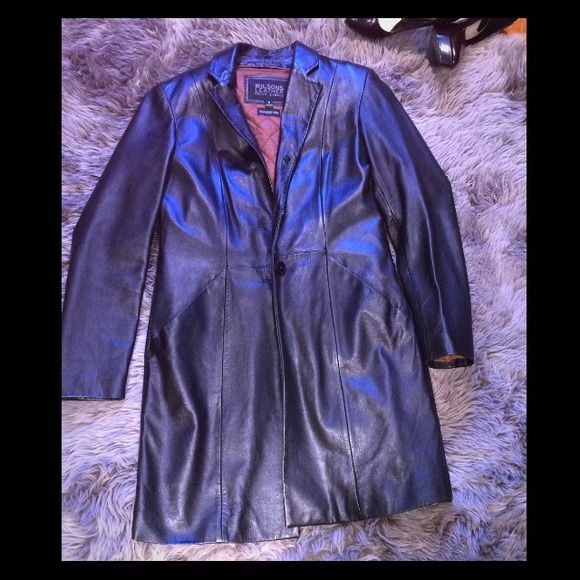 """Wilson's Leather Coat Black Wilson's 100% leather pelle studio (Thinsulate Ultra Insulation) Has a slit in back and it's insulated so you won't be cold, but u can remove! Length is 35"""" & width 35""""! Shoulders are padded on top! Mint condition, some scratches as show in the last picture! Brown lining on the inside! Wilsons Leather Jackets & Coats"""