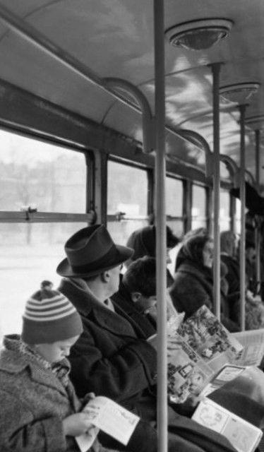 Lidé v tramvaji (1931), Praha, prosinec 1962 •  black and white photograph, Prague 