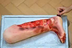 Resultado de imagem para enfermeira que faz bolos assustadores